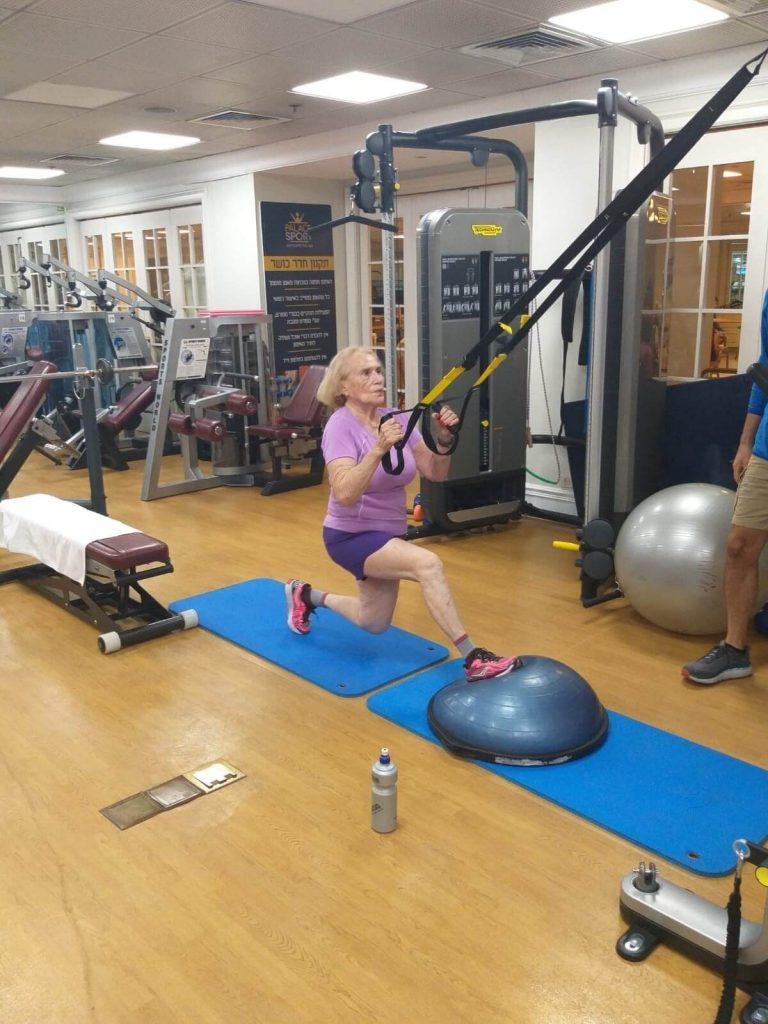 דליה עושה פעילות גופנית